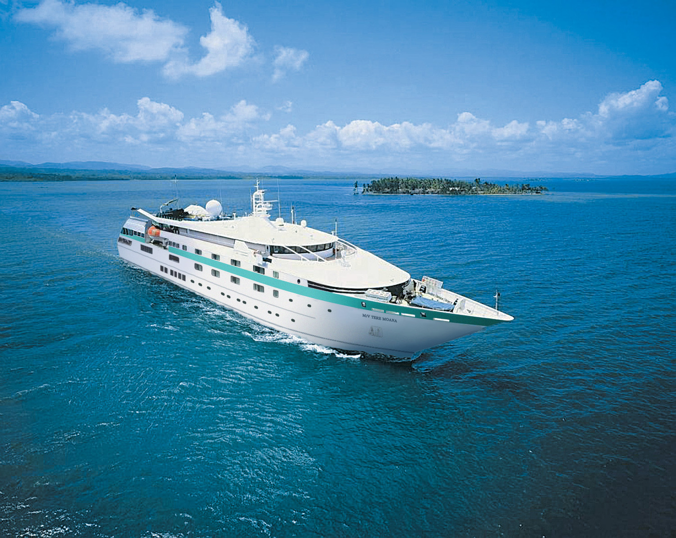 Paul gauguin cruise paul gauguin cruises cruise for Small cruise ship lines