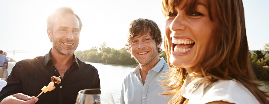 http://www.cruisereservationsdirect.com/images/thumbs/lines/900/350/RH_DLX_PEOPLE_BARBECUE_01_web_02.jpg